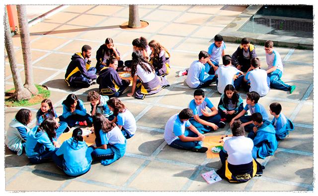 IPAE - Alunos no pátio escolar